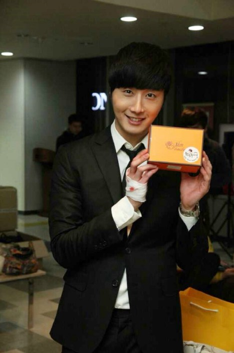 2014 02 13 Jung II-woo Valentine's Day treats. 1.jpg