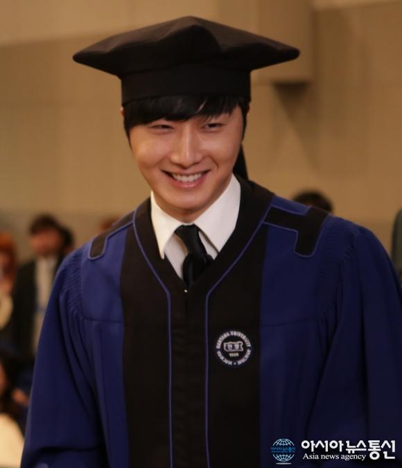 Jung II-woo's Graduation Hanyang University 2014 2 20 14