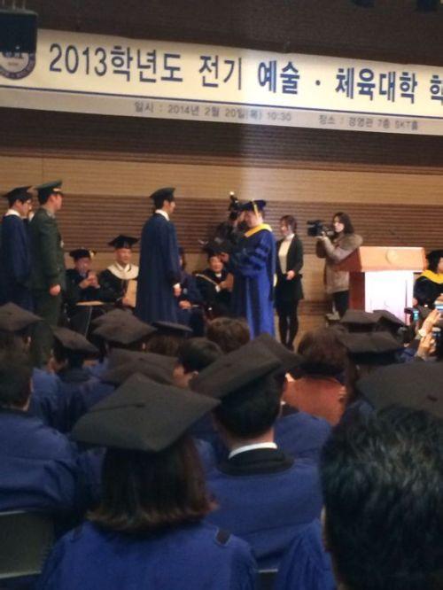 Jung II-woo's Graduation Hanyang University 2014 2 20 Fan Taken 7