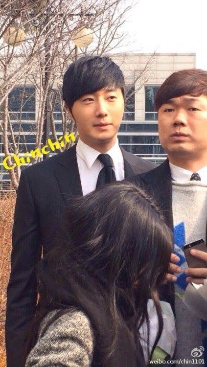 Jung II-woo's Graduation Hanyang University 2014 2 20 Fan Taken (Leaving the ceremony)2