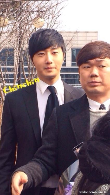 Jung II-woo's Graduation Hanyang University 2014 2 20 Fan Taken (Leaving the ceremony)3
