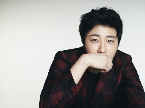 Jung Il-woo in various photos from interviews in April of 2014. 19