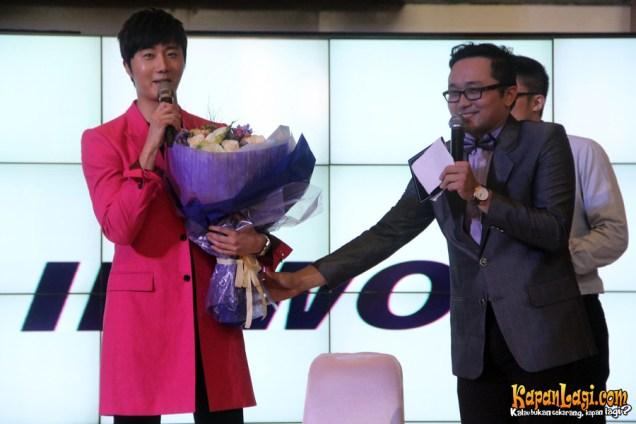 2014 5 27 Jung II-woo in Greet and Meet Holika Holika Greet and Meet 14