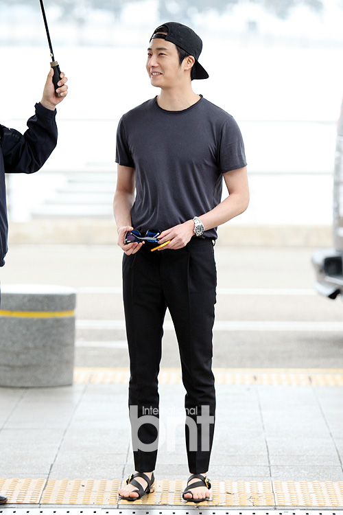 2014 5 27 Jung II-woo in Greet and Meet Holika Holika Greet and Meet Airport Arrival 6