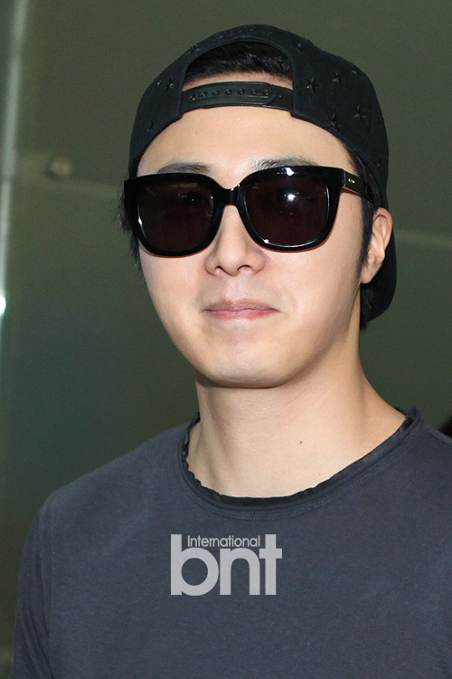 2014 5 27 Jung II-woo in Greet and Meet Holika Holika Greet and Meet Airport Arrival 7