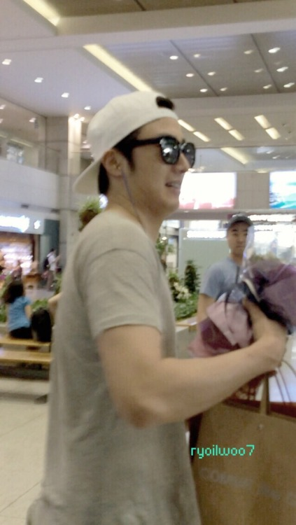 2014 5 27 Jung II-woo in Greet and Meet Holika Holika Greet and Meet Airport Departure: South Korea Arrival 2