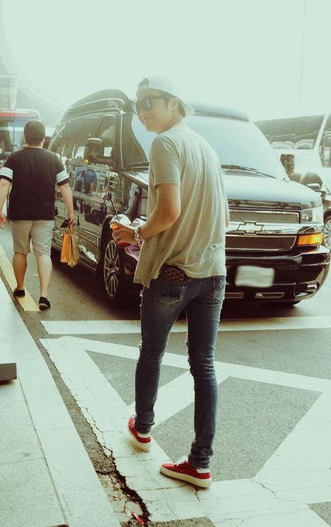 2014 5 27 Jung II-woo in Greet and Meet Holika Holika Greet and Meet Airport Departure: South Korea Arrival 3