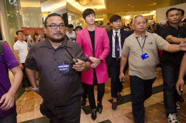 2014 5 27 Jung Il-woo at a Holika Holika Greet and Meet in Indonesia. Extra 2.jpg