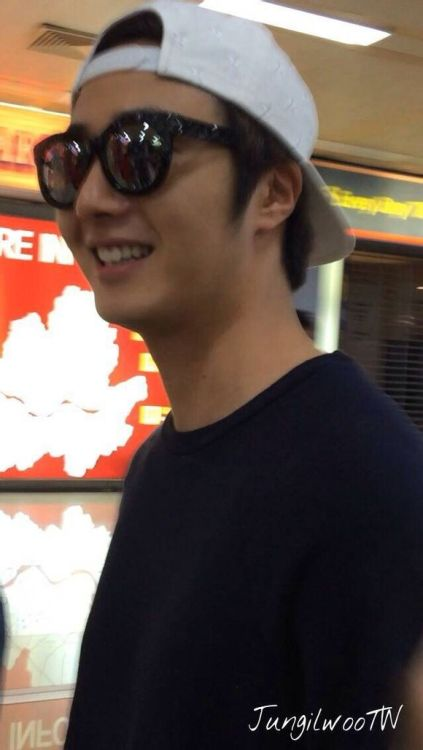 2014 6 11 Jung II-woo Japan Airport Departure 1