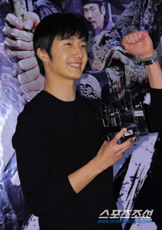 2014 7 29 Jung II-woo in the VIP presentation of Pirates. 2