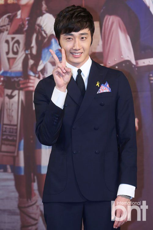 2014 7 29 Jung Il-woo at Night Watchman's Press Conference 11