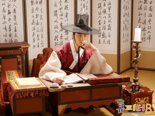2014 7 Jung II-woo haunted by some friendly ghosts. Cr. Cupitter9 12