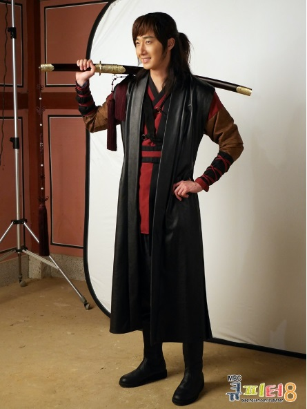 2014 7 Jung II-woo in The Night Watchman Journal Photo Shoot outside. Cr. Cupitter9 1