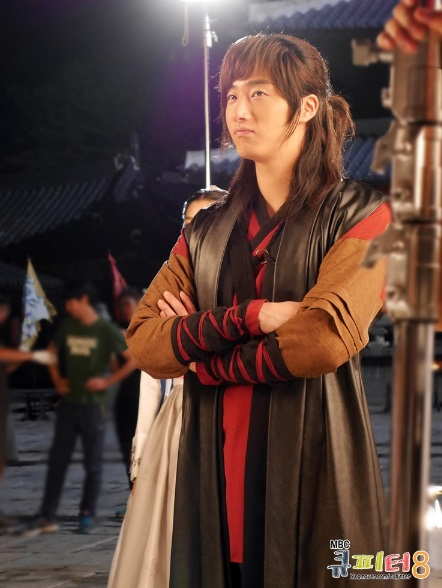 2014 7 Jung II-woo in The Night Watchman Journal Photo Shoot outside. Cr. Cupitter9 21