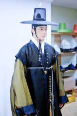 2014 8 5 Jung II-woo here comes Prince Lee Rin Cr. Starcast 25