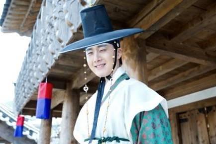 "2014 8 5 Jung II-woo ""here comes Prince Lee Rin"" Cr. Starcast 33.jpg"