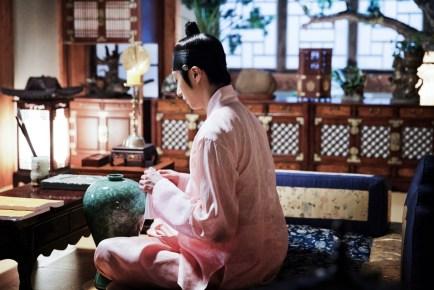 2014 8 Jung II-woo in Night Watchman's Journal BTS in Pink 16