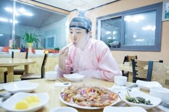 2014 8 Jung II-woo in Night Watchman's Journal BTS in Pink 18
