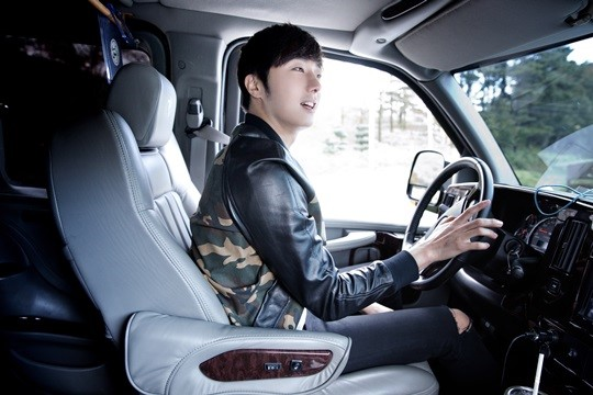 2014 10 7 Jung Il-woo dates his girlfriend:s secretly Cr. jungilwoo.com for Starcast 10.jpg