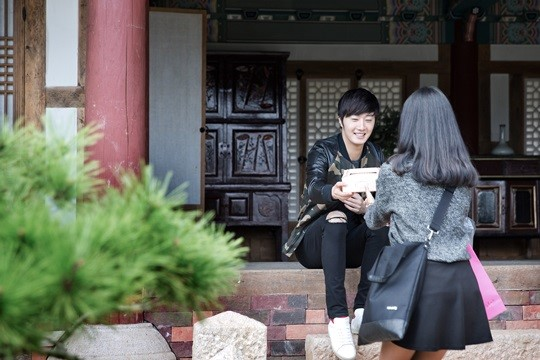 2014 10 7 Jung Il-woo dates his girlfriend:s secretly Cr. jungilwoo.com for Starcast 17.jpg