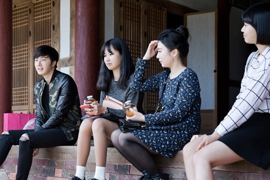 2014 10 7 Jung Il-woo dates his girlfriend:s secretly Cr. jungilwoo.com for Starcast 18.jpg