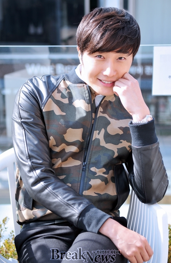 2014 11 Jung Il-woo in a camouflage jacket photo shoot 6