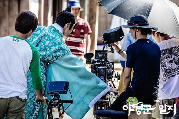 2014 9 Jung II-woo in Night Watchman's Journal Episode 10 BTS Cr.MBC 3
