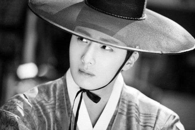 2014 9:10 Jung Il-woo in THe Night Watchman's Journal Episode 17 BTS 3 1