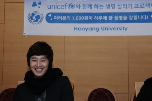 Jung II-woo at Hanyang University. Compilation by Fan 13 Jung Il-woo Delights. 4
