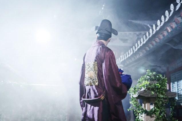 Jung II-woo in the Night Watchman's Journal Episode 5 BTS Cr. MBC 10
