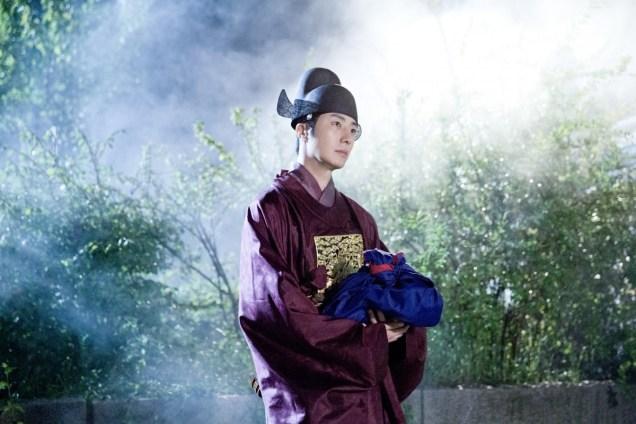 Jung II-woo in the Night Watchman's Journal Episode 5 BTS Cr. MBC 16