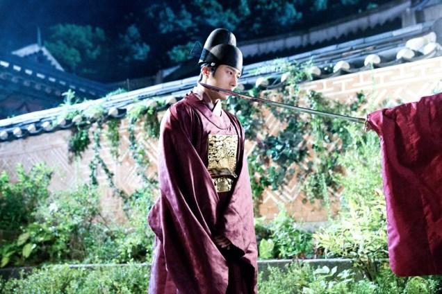 Jung II-woo in the Night Watchman's Journal Episode 5 BTS Cr. MBC 5