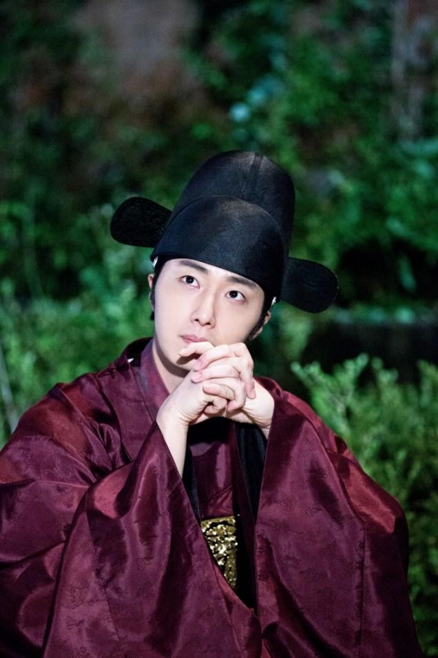 Jung II-woo in the Night Watchman's Journal Episode 5 BTS Cr. MBC 8
