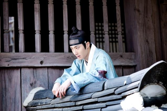 Jung II-woo in the Night Watchman's Journal Episode 6 BTS Cr. MBC 10