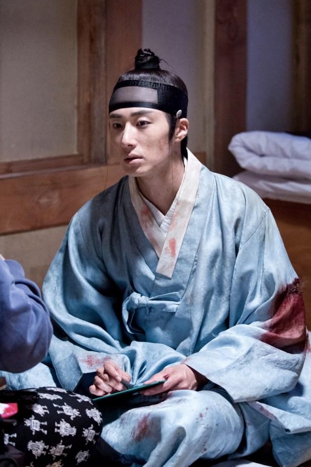 Jung II-woo in the Night Watchman's Journal Episode 6 BTS Cr. MBC 40