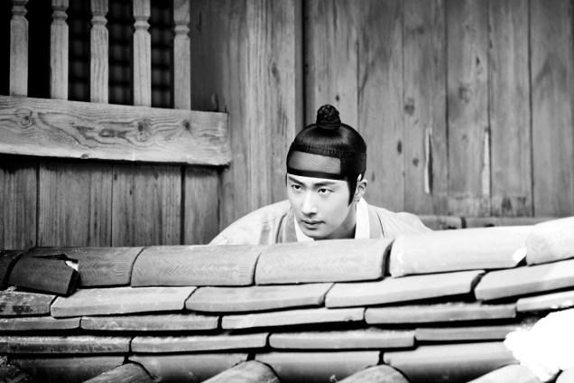 Jung II-woo in the Night Watchman's Journal Episode 6 BTS Cr. MBC 9