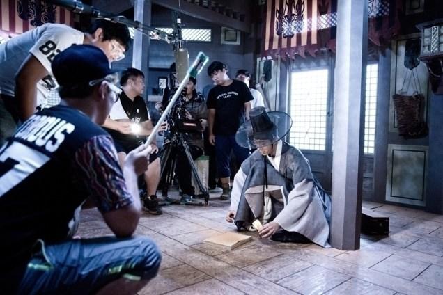 Jung II-woo in the Night Watchman's Journal Episode 7 BTS Part 2 Cr. jungilwoo.com 11