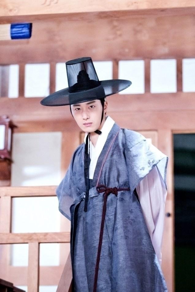 Jung II-woo in the Night Watchman's Journal Episode 8 BTS Part 2 Cr. jungilwoo.com 21