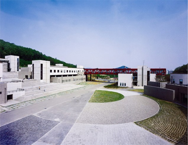 Jung II-woo's First College: The Seoul Institute for the Arts. 7