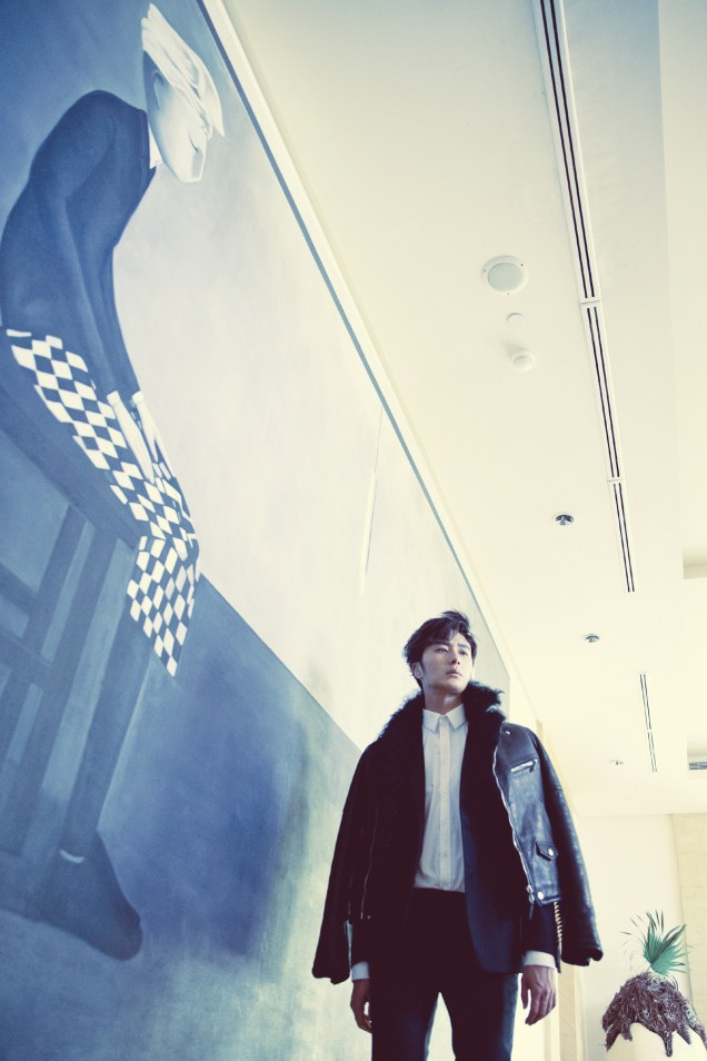 2014 10:11 Jung Il-woo in Bali for BNT International Part 2: Black Leather Furry Jacket Oasis 2