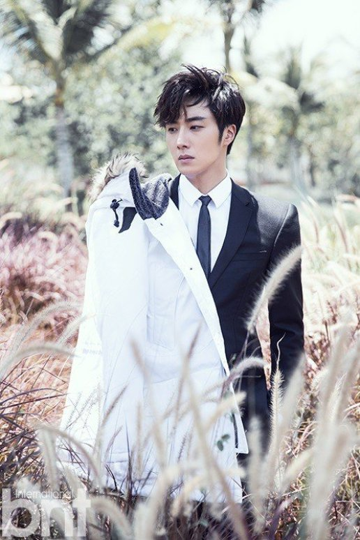 2014 10:11 Jung Il-woo in Bali for BNT International Part 2: Field with tall grass with LOGO .jpg1