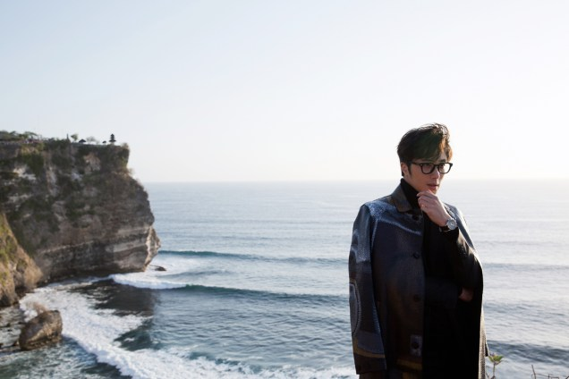 2014 10:11 Jung Il-woo in Bali for BNT International Part 3: Burberry Coat .jpg12