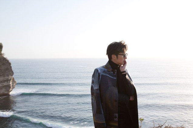 2014 10:11 Jung Il-woo in Bali for BNT International Part 3: Burberry Coat .jpg7