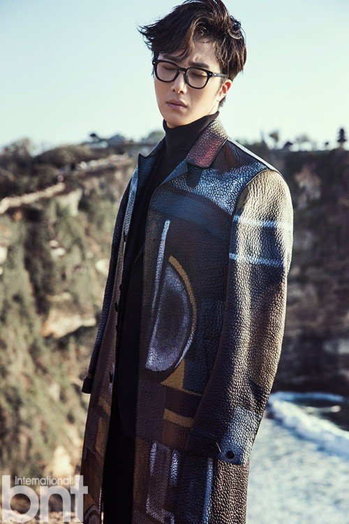 2014 10:11 Jung Il-woo in Bali for BNT International Part 3: Burberry Coat with LOGO .jpg2