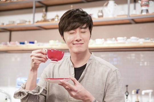 2014 11 13 Jung Il-woo makes coffee when he gets sentimental.  Starcast 1.jpg