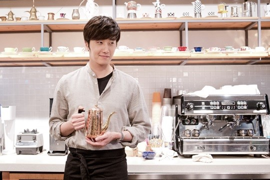 2014 11 13 Jung Il-woo makes coffee when he gets sentimental.  Starcast 15.jpg