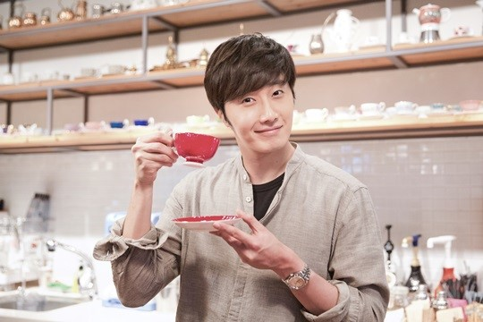 2014 11 13 Jung Il-woo makes coffee when he gets sentimental.  Starcast 18.jpg