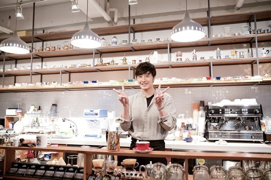 2014 11 13 Jung Il-woo makes coffee when he gets sentimental.  Starcast 19.jpg