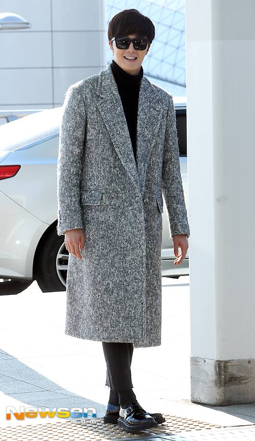 2014 12 2 Jung Il-woo at the airport via Normandy, France. 12