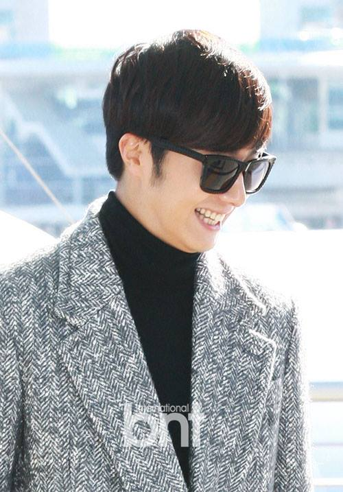 2014 12 2 Jung Il-woo at the airport via Normandy, France. 13